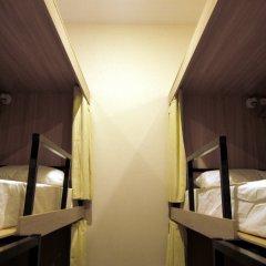 Хостел Кроличья Нора Кровати в общем номере с двухъярусными кроватями