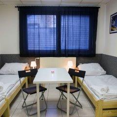 Хостел Seven Prague Номер с общей ванной комнатой с различными типами кроватей (общая ванная комната) фото 4