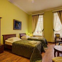 Клуб-Отель Питерская комната для гостей фото 2