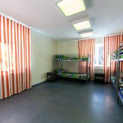 Хостел Чемпион Кровать в мужском общем номере с двухъярусной кроватью