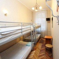 Гостиница Комнаты на ул.Рубинштейна,38 Кровать в женском общем номере с двухъярусной кроватью