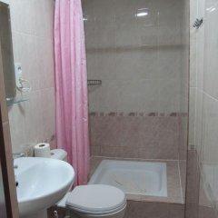Отель Хостел Artush & Raisa B&B Армения, Гюмри - отзывы, цены и фото номеров - забронировать отель Хостел Artush & Raisa B&B онлайн ванная