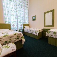 Гостиница Меблированные комнаты Круассан и Кофейня Кровать в общем номере фото 4