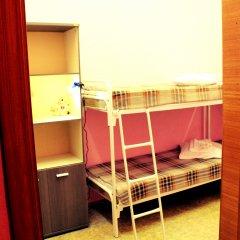 Хостел Любимый Кровати в общем номере с двухъярусными кроватями фото 6