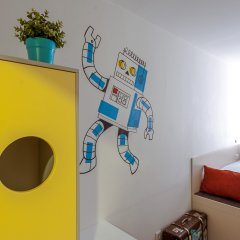 Хостел Graffiti L Номер Эконом с различными типами кроватей фото 6