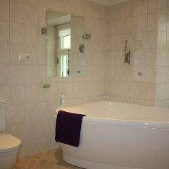 Отель Deluxe Old Town 3BR Home Эстония, Таллин - отзывы, цены и фото номеров - забронировать отель Deluxe Old Town 3BR Home онлайн ванная