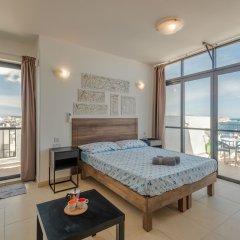 Отель SeaShells Sea View Studio-Penthouse Мальта, Буджибба - отзывы, цены и фото номеров - забронировать отель SeaShells Sea View Studio-Penthouse онлайн балкон фото 2
