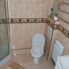 Гостиница Центральные апартаменты в Севастополе - забронировать гостиницу Центральные апартаменты, цены и фото номеров Севастополь ванная фото 2