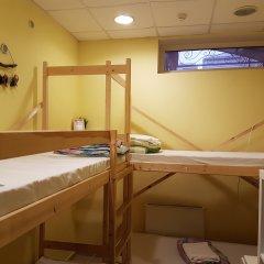 Hostel RETRO Кровать в мужском общем номере с двухъярусной кроватью фото 3