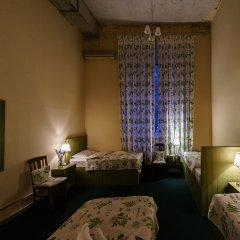 Гостиница Меблированные комнаты Круассан и Кофейня Кровать в общем номере фото 6