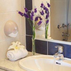 Отель Mayfair (formerly Smartline Paphos) Кипр, Пафос - 1 отзыв об отеле, цены и фото номеров - забронировать отель Mayfair (formerly Smartline Paphos) онлайн ванная