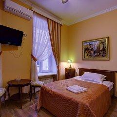 Клуб-Отель Питерская комната для гостей фото 9