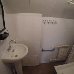 Гостиница Гостевой Дом Gesh Home в Шерегеше отзывы, цены и фото номеров - забронировать гостиницу Гостевой Дом Gesh Home онлайн Шерегеш ванная
