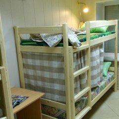 Хостел на Гуртьева Кровать в женском общем номере с двухъярусной кроватью