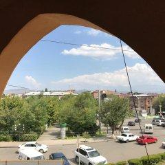 Отель ArmArt Гостевой Дом Армения, Гюмри - 1 отзыв об отеле, цены и фото номеров - забронировать отель ArmArt Гостевой Дом онлайн балкон