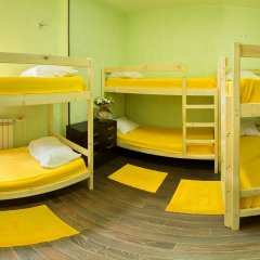 Хостел Абсолют Кровать в мужском общем номере с двухъярусной кроватью