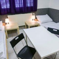 Хостел Seven Prague Номер с общей ванной комнатой с различными типами кроватей (общая ванная комната) фото 7