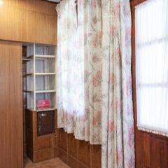 Отель ZEN Rooms Chaloemprakiat Patong удобства в номере