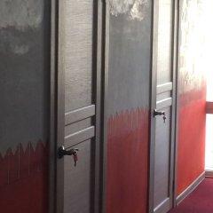Goldfish Hostel Кровати в общем номере с двухъярусными кроватями фото 4