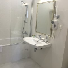 Гостиница Red в Анапе 3 отзыва об отеле, цены и фото номеров - забронировать гостиницу Red онлайн Анапа ванная