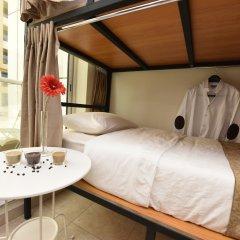 Отель Backpacker 16 Accommodation Кровать в женском общем номере с двухъярусной кроватью