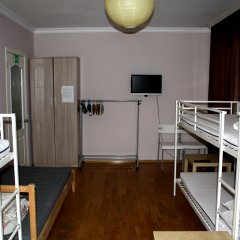 Атмосфера Хостел Кровать в мужском общем номере с двухъярусной кроватью фото 4