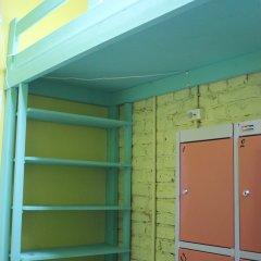 Red House Hostel Кровать в общем номере с двухъярусной кроватью фото 7