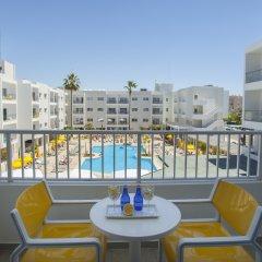 Отель Mayfair (formerly Smartline Paphos) Кипр, Пафос - 1 отзыв об отеле, цены и фото номеров - забронировать отель Mayfair (formerly Smartline Paphos) онлайн балкон