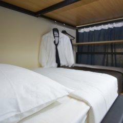 Отель Backpacker 16 Accommodation Кровать в мужском общем номере с двухъярусной кроватью фото 5