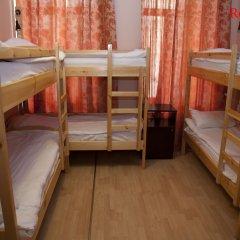 Хостел Бабушка Хаус Кровать в общем номере с двухъярусной кроватью