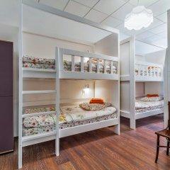 Хостел Друзья на Литейном Кровать в женском общем номере с двухъярусной кроватью фото 2