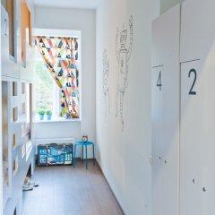 Хостел Graffiti L Кровать в мужском общем номере с двухъярусной кроватью фото 4