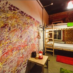 Fabrika Hostel&Gallery комната для гостей
