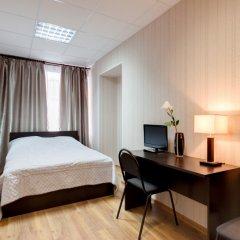 Гостиница Три мушкетёра Номер категории Эконом с двуспальной кроватью (общая ванная комната)