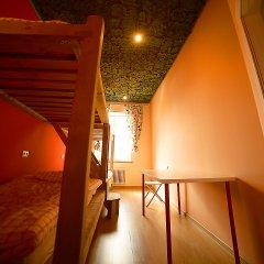 Хостел Ура рядом с Казанским Собором Кровать в женском общем номере с двухъярусной кроватью