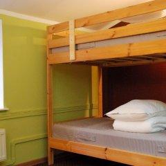Хостел PopCorn Кровати в общем номере с двухъярусными кроватями