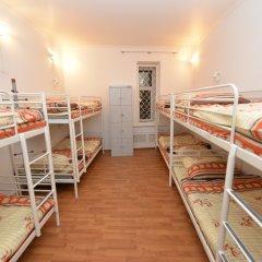 Хостел Абрикос Кровать в общем номере с двухъярусными кроватями