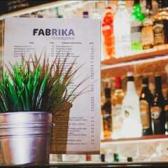 Fabrika Hostel&Gallery гостиничный бар фото 2