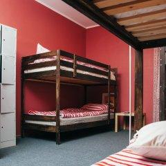 Хостел Достоевский Кровати в общем номере с двухъярусными кроватями фото 29