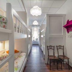 Хостел Друзья на Литейном Кровать в женском общем номере с двухъярусной кроватью фото 3