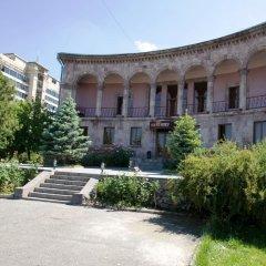 Отель Villa des Roses вид на фасад фото 2