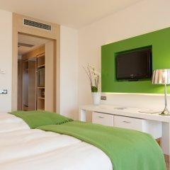 Отель Occidental Praha Five 4* Улучшенный номер с различными типами кроватей фото 3