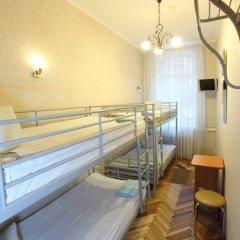 Гостиница Комнаты на ул.Рубинштейна,38 Кровать в мужском общем номере с двухъярусной кроватью фото 2