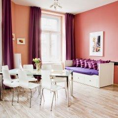 Апартаменты Royal Court Apartments Семейные апартаменты с различными типами кроватей
