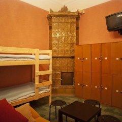 Хостел Bliss Кровать в мужском общем номере с двухъярусной кроватью