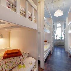 Хостел Друзья на Литейном Кровать в женском общем номере с двухъярусной кроватью фото 6