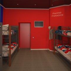 Hostel Racing Paradise Кровать в общем номере с двухъярусной кроватью фото 2
