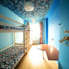 Хостел Ура рядом с Казанским Собором Кровать в мужском общем номере с двухъярусной кроватью