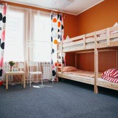 Хостел Достоевский Кровать в женском общем номере с двухъярусными кроватями