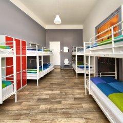 Hostel One Home Кровать в общем номере с двухъярусной кроватью